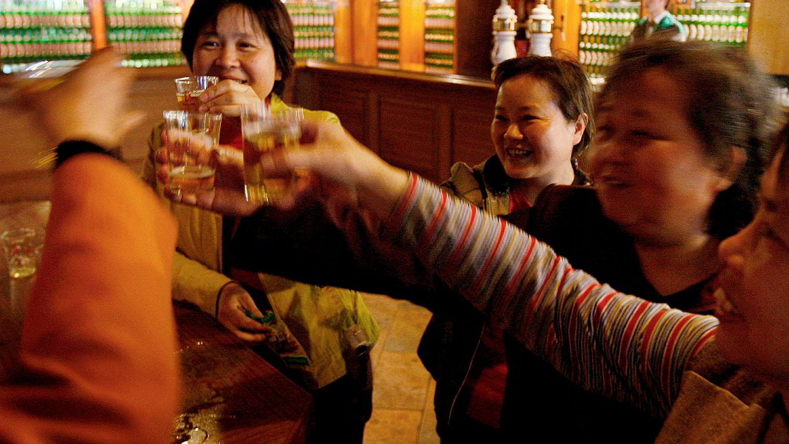 Kineserne har fått smaken på alkohol. Det synes på det globale alkoholforbruket.