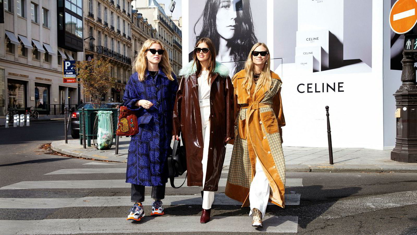 Annabel Rosendahl, Darja Barannik, og Tine Andrea Storløs er influensere, gode venninner, men også konkurrenter. Her er de på vei til pr-lunsj på kjendisrestauranten L'Avenue i Paris.
