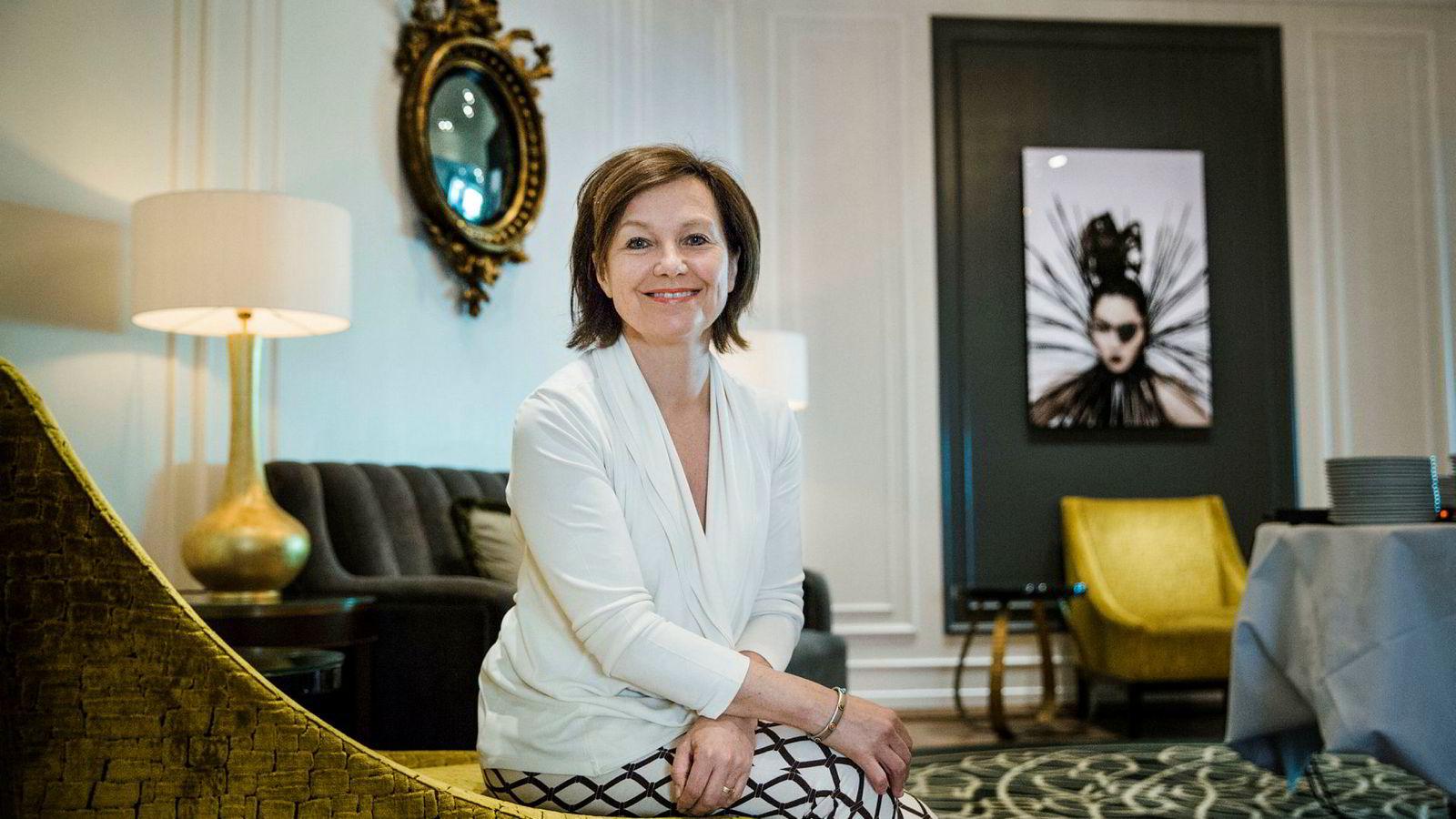 Elisabeth Brochmann på Hotel Continental smiler til tross for kraftig inntekts- og resultatfall. – Det gikk akkurat som budsjettert, sier hun.
