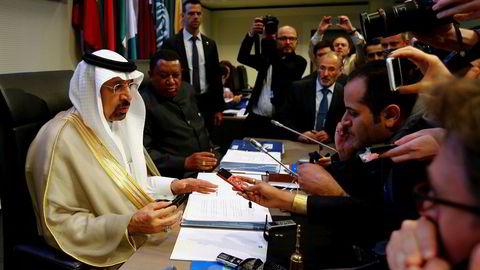 Opecs president Khalid al-Falih (til venstre) og generalsekretær Mohammad Barkindo møtte pressen før oljekartellets toppmøte i den østerrikske hovedstaden Wien torsdag.