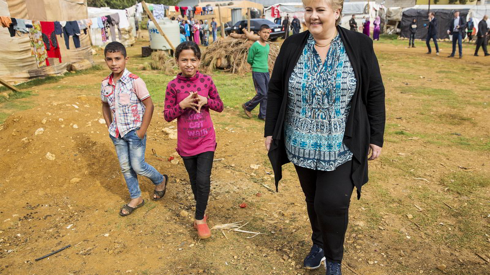 Statsminister Erna Solberg besøkte lørdag flyktningeleiren i byen Qab Elias i Bekadalen i Libanon. I denne leiren bor det 183 syriske flyktninger som kommer fra Aleppo, Raqqa og Idlib i Syria. Foto: Tore Meek /