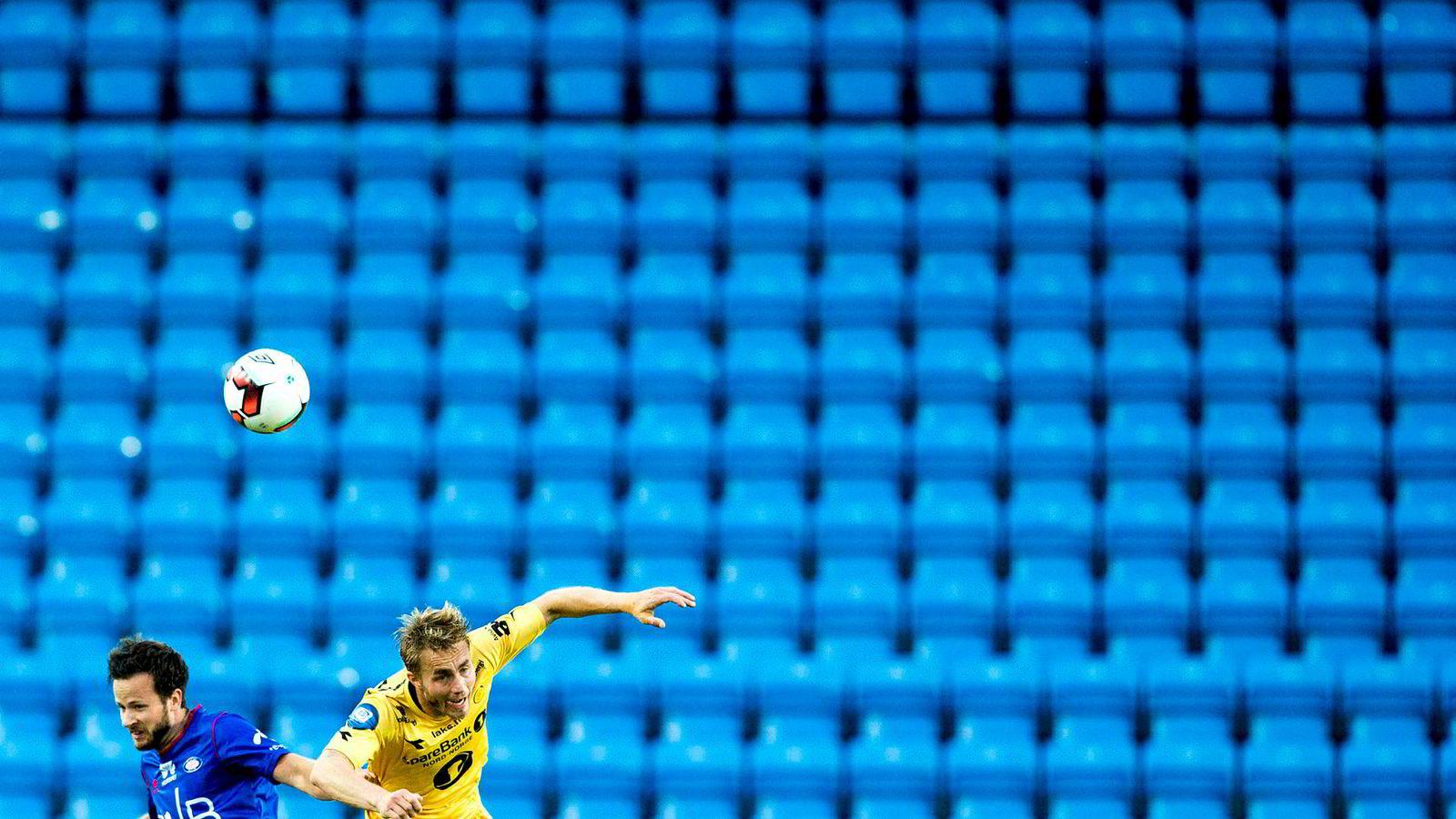 Antall tilskuere per kamp falt 36 prosent fra 2007 til 2017. Det er spektakulært dårlige tall i en periode hvor publikumsgrunnlaget altså har økt med 12 prosent. Bildet er fra en eliteseriekamp på Ullevaal stadion mellom Vålerenga og Bodø/Glimt høsten 2016.