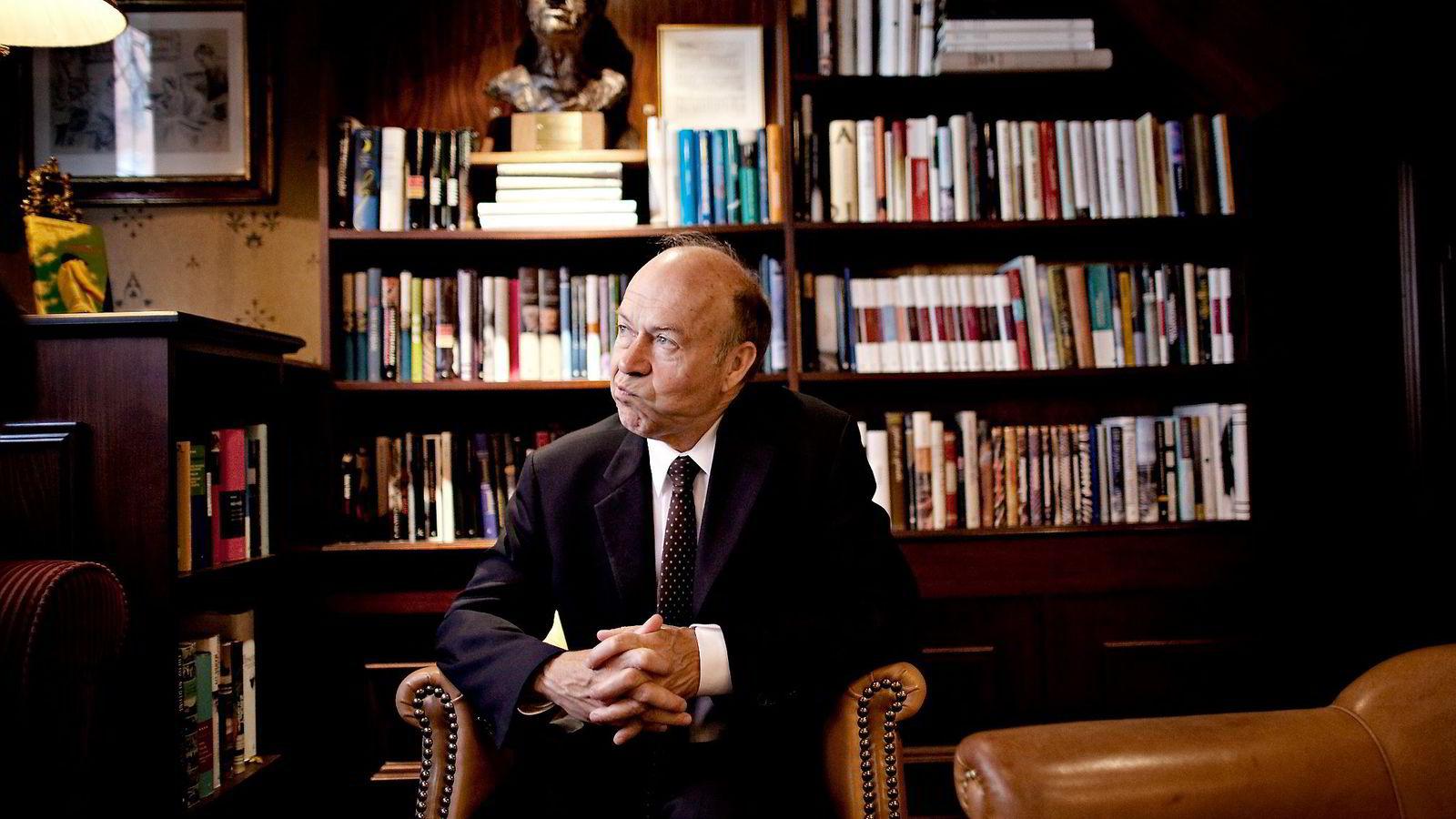 Klimaforsker James Hansen mener klimamøtet i Paris er milevis unna å løse de fundamentale utfordringen verden står overfor.