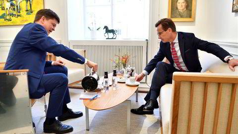 Det ble trolig mer kaffe enn løsninger for talman Andreas Norlén (t.v.) da han møtte alle partilederne torsdag. Her med Moderaternes partileder Ulf Kristersson (M), som spås å bli spurt om å være først til å danne regjering.