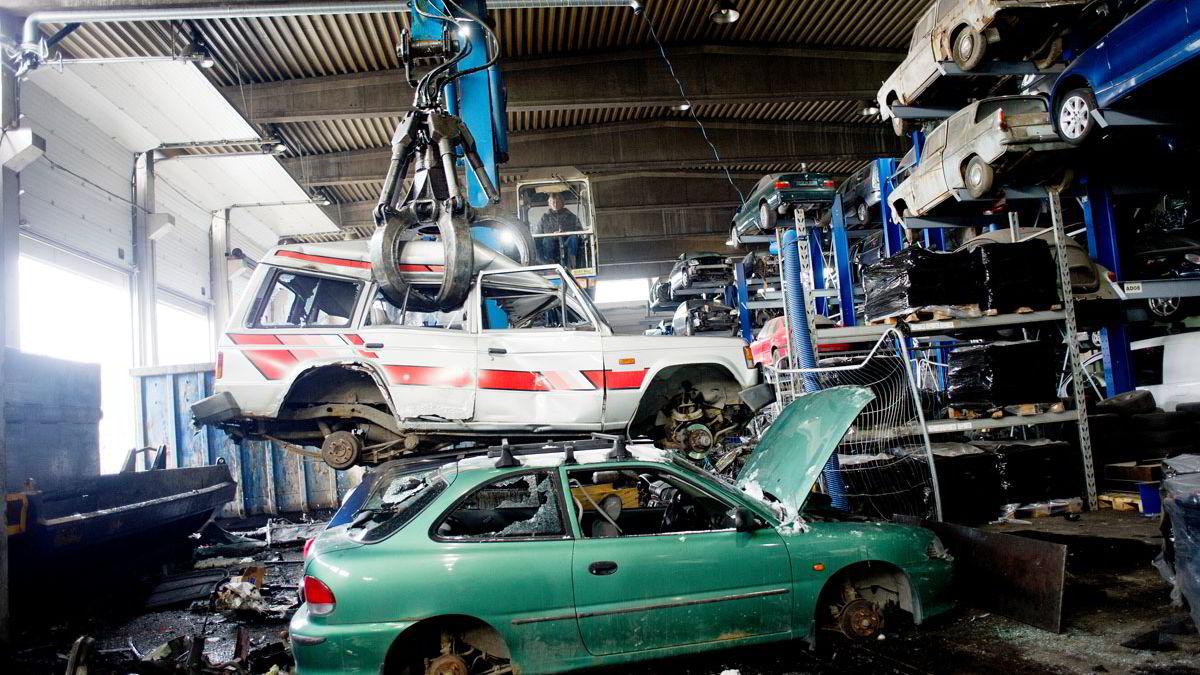 Mange sørger for å vrake bilen innen 20. mars, for å slippe å betale årsavgift for kjøretøyet. Foto: