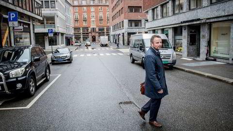 Næringsminister Torbjørn Røe Isaksen åpner opp for høyere styrehonorarer.