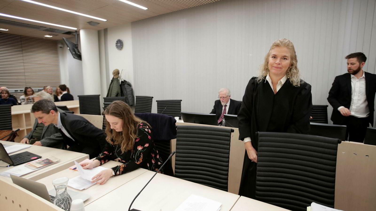 Advokat Cathrine Hambro holdt onsdag sin sluttreplikk den historiske klimarettssaken som Greenpeace Norge, Natur og Ungdom og delvis Besteforeldrenes klimaaksjon har anlagt mot staten på grunn av oljeboring i Barentshavet.
