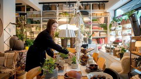 – Det er vanlig at kundene kommer inn til butikken for å se, går hjem og tenker seg om, før de så bestiller varene der, sier Heidi Bøås i Bolina.