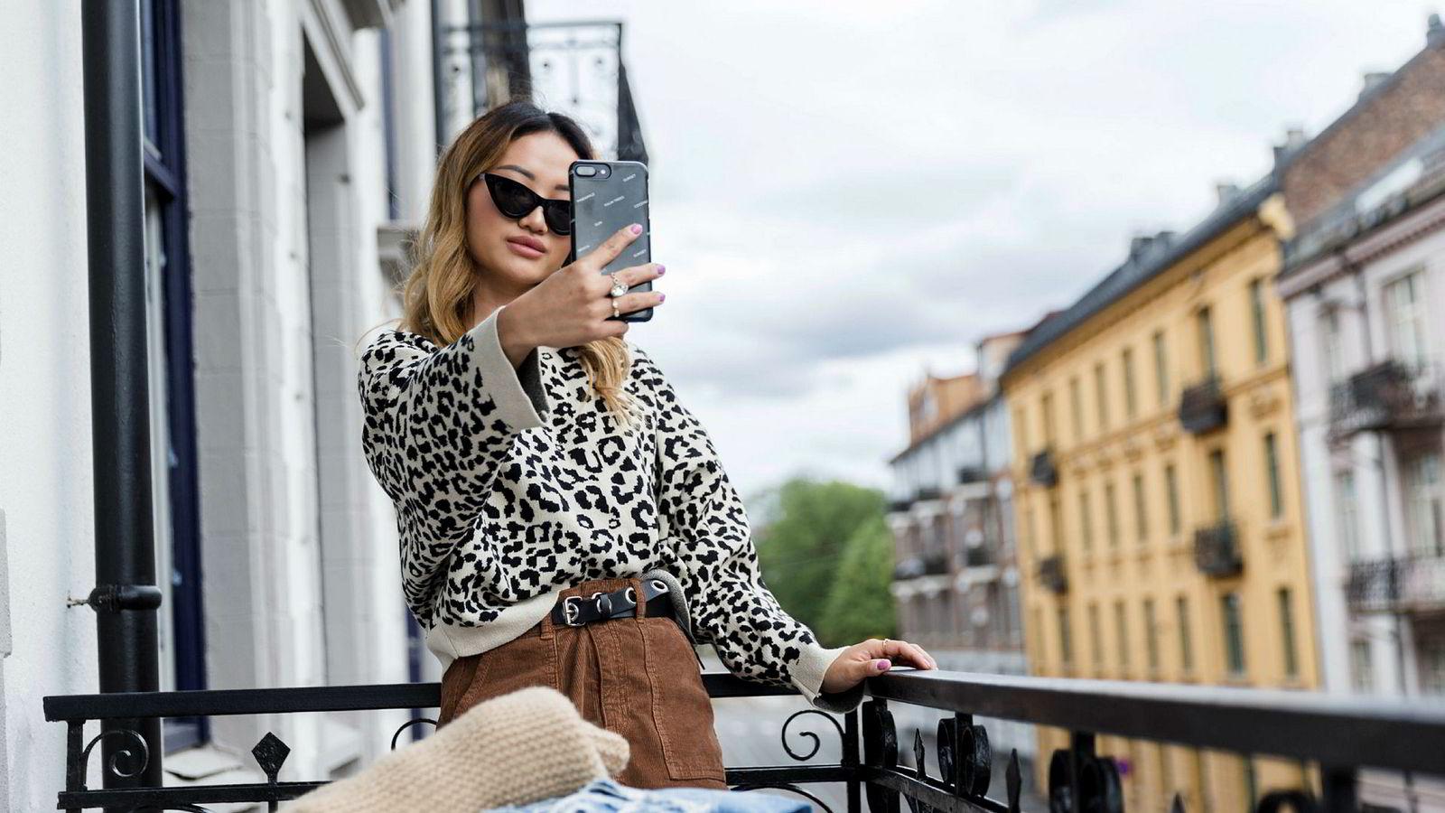 I likhet med nær 70 prosent av jenter mellom 18 og 24 år har Anneli Aaland (23) en bruker på Tise: – Det er som Instagram: Det er bare å legge ut et bilde og skrive en tekst, sier hun. Til vanlig tar venninner eller kjæresten bilder av henne til profilen, iført antrekkene hun selger.