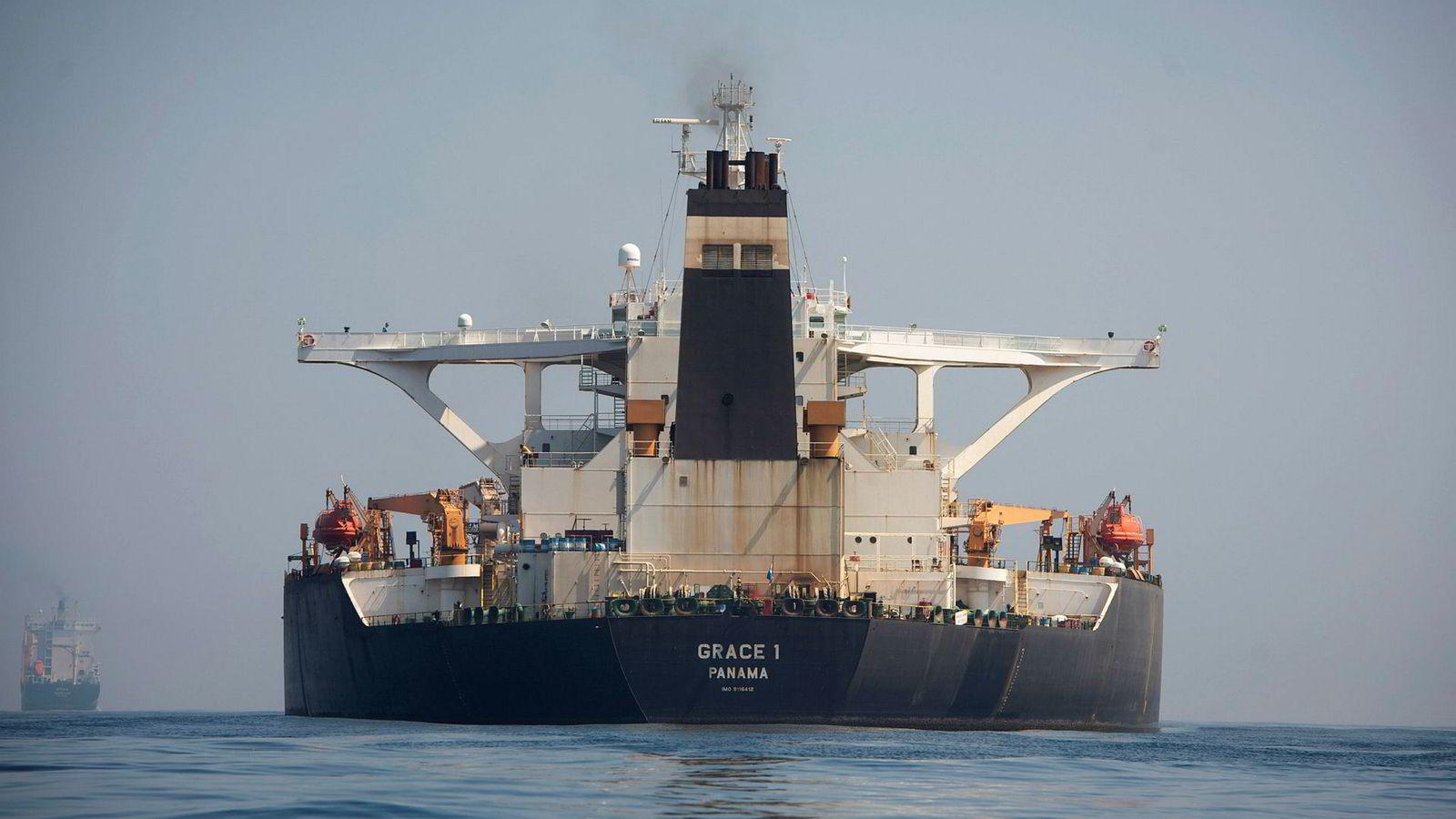Oljetankeren Grace 1 fotografert utenfor Gibraltar torsdag, før høyesterett besluttet at skipet ikke lenger skal holdes i arrest.