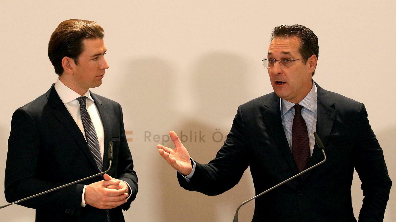 Statsminister Sebastian Kurz (til venstre) og visestatsminister Heinz-Christian Strache møttes lørdag etter at Strache ble avslørt idet han angivelig tilbød regjeringskontrakter til en russer i bytte mot politisk støtte. Strache trakk seg etter møtet med Kurz.