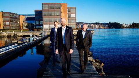 Ferd øker sitt eierskap i Fjord Line. Fjord Line-sjefen Rickard Ternblom (i midten), sammen med Ferds Kristian Eikre (til høyre) og Håkon G. Kristiansen. Foto: