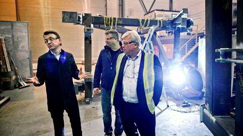 For banksjef Jon Guste-Pedersen i Skagerrak Sparebank (til høyre) har det vært ekstremt krevende å eie en hardt presset industribedrift. Styreleder i Vestmar Production, Arild Hestås (til venstre) og administrerende direktør Bjørn Rino Jacobsen i midten.