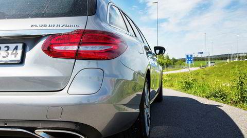 Mercedes-Benz C 350 e har en elektrisk rekkevidde på 31 kilometer. Ifølge Transportøkonomisk Institutt vil den med et typisk norsk bruksmønster slippe ut 30 prosent mindre CO2enn en tilsvarende bensin- eller dieselbil.