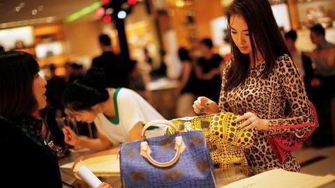 I 2019 vil kinesiske forbrukere bruke over 1000 milliarder kroner på luksusprodukter. Frem til 2025 vil 65 prosent av veksten i salget av luksusmerkevarer komme fra Kina.