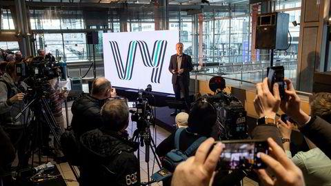 Konsernsjef i NSB Geir Isaksen presenterte i mars nytt felles navn Vy for NSB og Nettbuss. Men egentlig ville Isaksen beholde NSB.