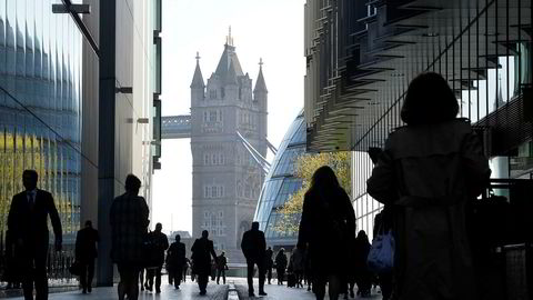 Slaget om City kan bli hett i de kommende brexitforhandlingene. I overkant av en million mennesker jobber i den britiske finansnæringen, som har sitt historiske senter i London City, sier forfatteren.