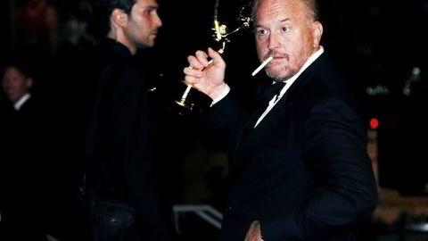 Her mottar Louis C.K. en Emmy i 2014 for arbeidet med serien «Louie», som han skrev, regisserte og spilte i selv.