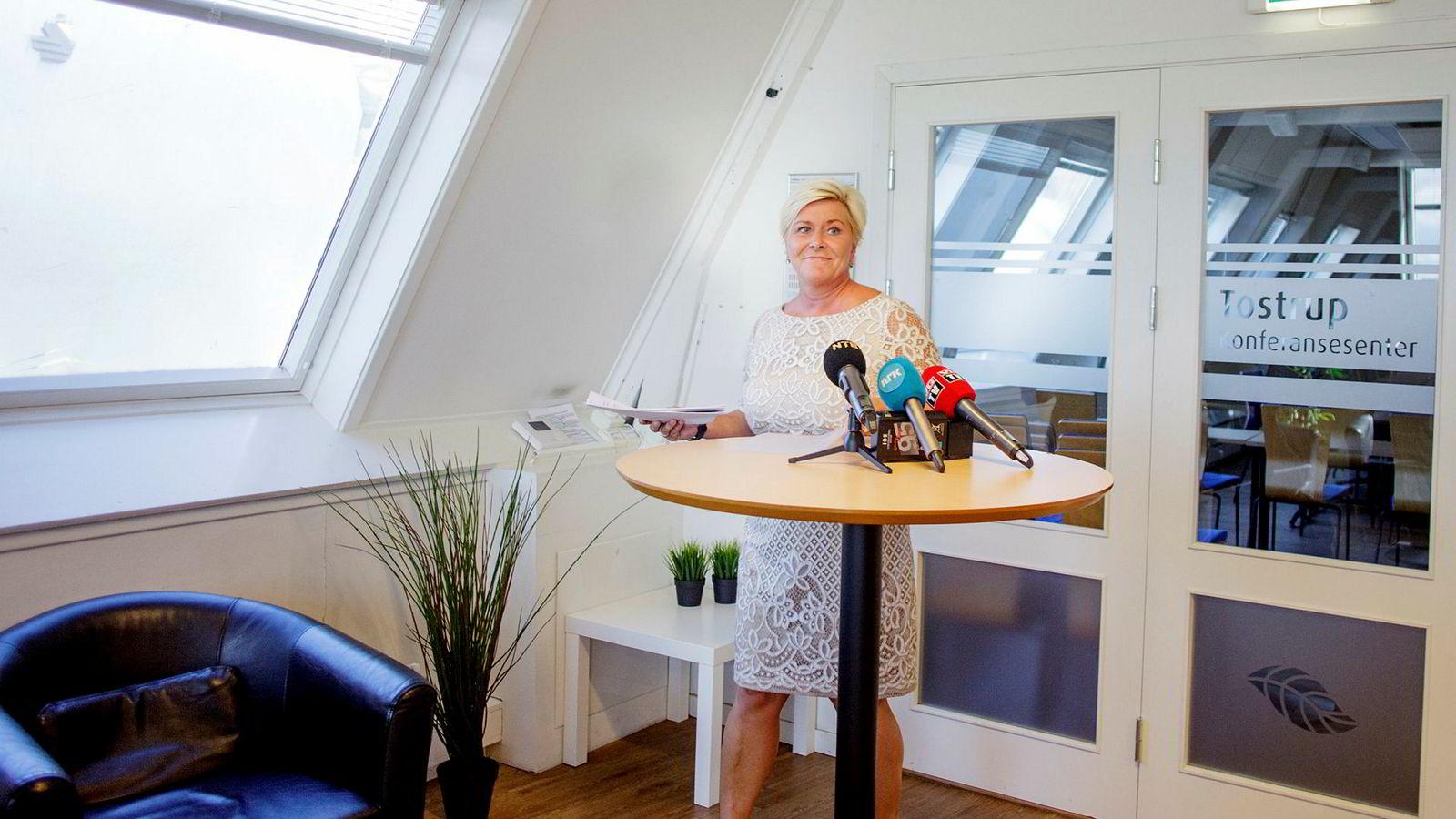 Finansminister Siv Jensen (Frp) dropper overgang til avgiftsberegning basert på CO2-utslipp mål etter nye regler (WLTP).