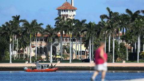 Donald Trumps golfresort Mar-A-Lago ligger helt nede i vannkanten i Palm Beach, Florida. Anlegges ser ut til å slippe de verste virkningene av orkanen Irma.