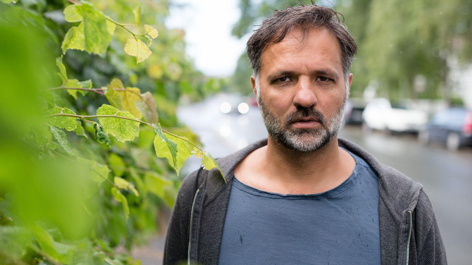 Filmregissør Ulrik Imitaz Rolfsen ønsket ikke at PST skulle få se gjennom videomateriale som ble beslagtlagt i hans hjem i juni i fjor. Foto: Audun Braastad/