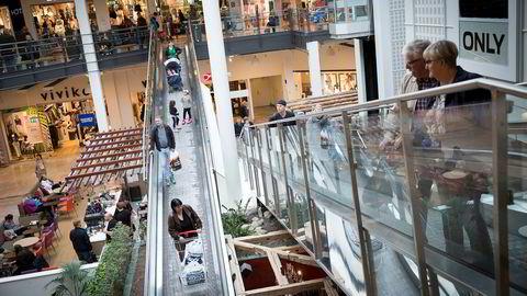 Tallene for detaljhandel kom torsdag morgen og viste at folk handlet 1,3 prosent mindre i mai enn i april. Dette er mye drevet av forbrukere, her på City Syd, kjøpesenter på Tiller utenfor Trondheim.