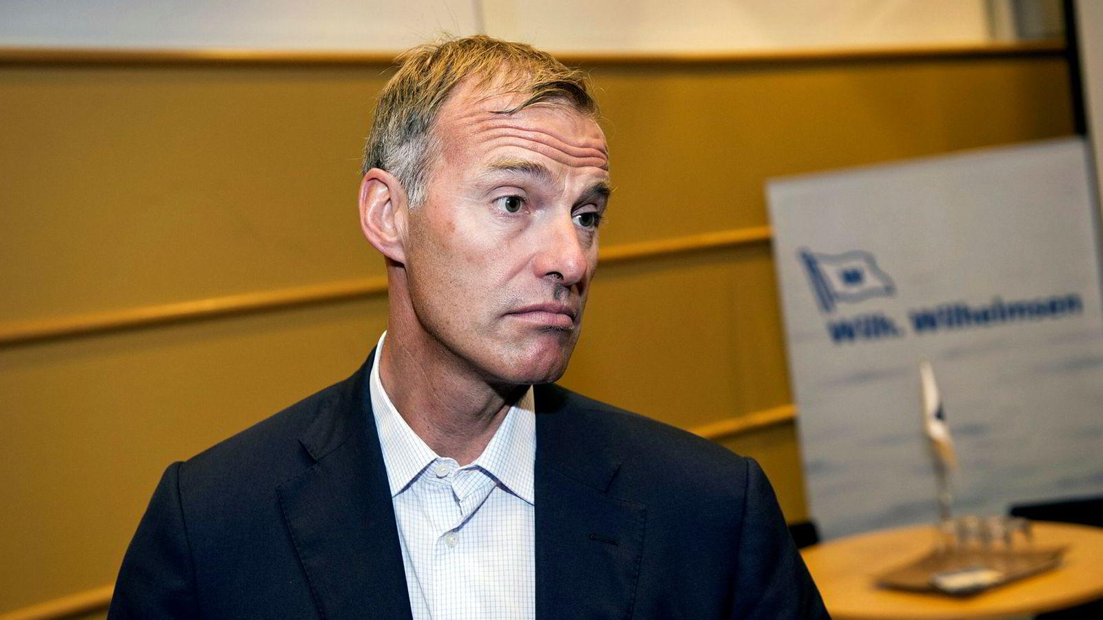 Petter Dragesund ville sikre meglerhuset Pareto honorar selv om det skulle tape kampen om Crew. Det kan koste ham dyrt.