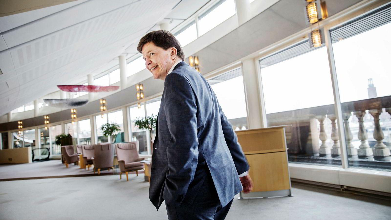 Sveriges talman Andreas Norlén i gangene utenfor kammeren i Sveriges Riksdag.