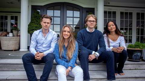 Studentene (fra høyre) Marius Thorsen, Fredrikke Nilsen, Oscar Moe og Denise Dørum betaler 200.000 kroner i året for å studere ved det The Guardians nasjonale ranking mener er Storbritannias nest beste universitet. Likevel har de ikke rett på ekstra stipend.