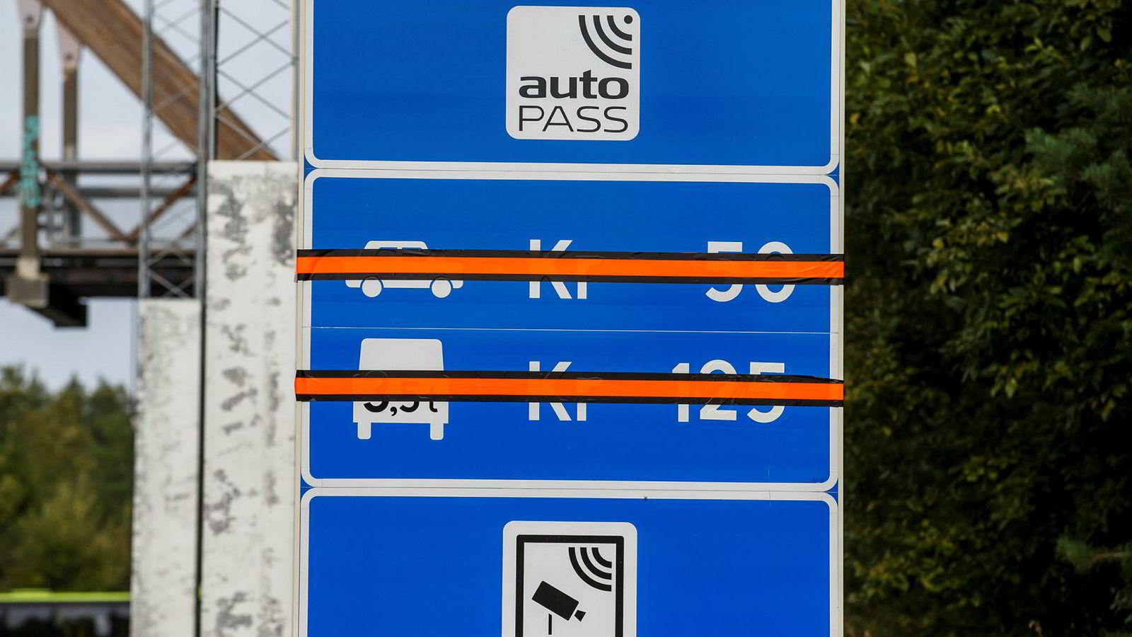 80 bompengeprosjekter som er ferdige, ble nedbetalt to år før tiden, viser ny forskning. Her fra Oslofjordtunnelen mellom Drøbak og Hurum som avviklet sin bompengebetaling i 2016. Foto: Cornelius Poppe / NTB scanpix