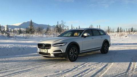 Vinteren avtar, og Volvo V90 har gjort seg gjeldende på registreringstatistikkene. Her i den helt nye Cross Countryversjonen.