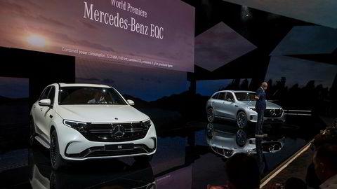 Her fra den offisielle avdukingen av Mercedes-Benz EQC i Stockholm tirsdag. MB-sjef Dieter Zetsche til høyre.