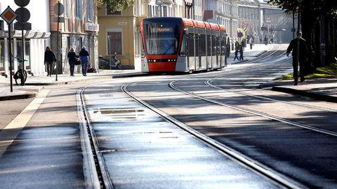 Bybanens første trinn, mellom Bergen sentrum og Nesttun i sør, sto ferdig i 2010, og hadde en kostnad på mer enn to milliarder kroner, skriver innleggsforfatteren.