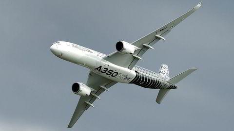 Et Airbus A350 fly lander i Berlin. Flygiganten har truet med å forlate Storbritannia hvis det ikke kommer en avtale på plass før landet forlater EU. Foto: Michael Sohn