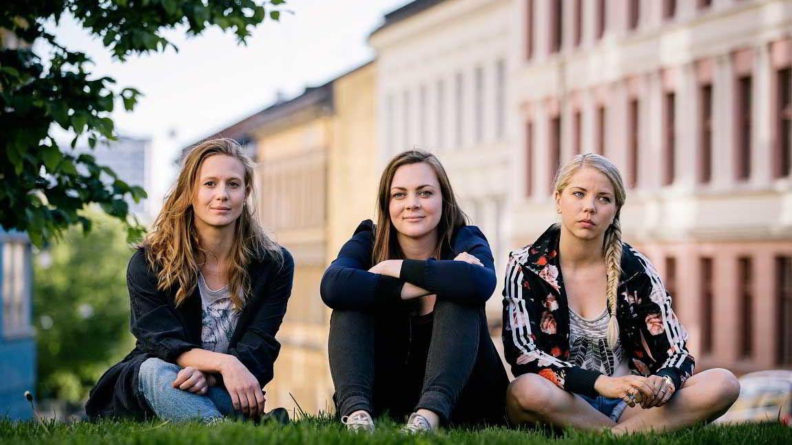 Kleive mener bølgen av tv-programmer, som NRK-serien «Unge lovende», hennes generasjon utrettes for er selvkommenterende. Foto: NRK