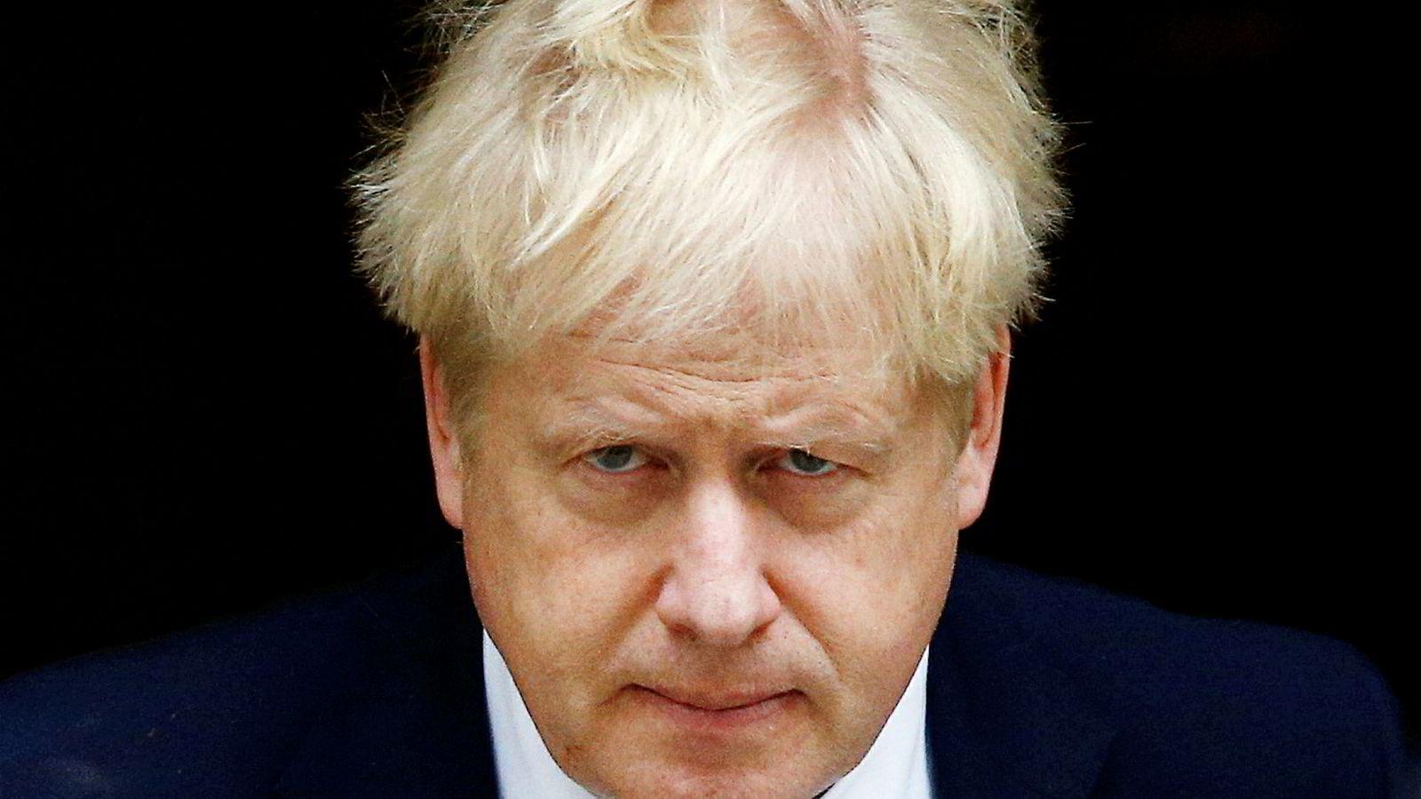 Gå eller bli? Boris Johnson sier tilsynelatende begge deler før brexit-fristen.