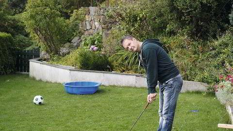 Ingen rocka fotballidiot. Onde tunger vil ha det til at Frode Øverli er blitt mer lik den golfspillende tøffelhelten Harold enn fotballidioten Pondus med årene. – Det er først og fremst golfinteressen jeg deler med Harold, jeg liker å tro at jeg ikke er fullt så tøffelhelt. Men Pondus er mer fotballidiot enn meg, jeg er blitt rundere i kantene med årene. Hvis Liverpool tapte før, gikk det noen dager der jeg var vanskelig å leke med, men nå er det over når fløyten går. Jeg har skjønt at jeg bare sitter og ser på, sier Øverli.