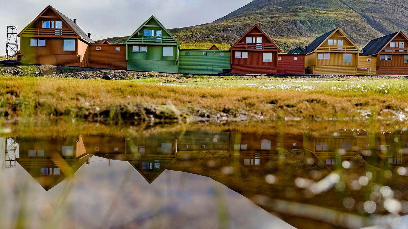Tross kunnskap om klimaendringer, og hvordan grunnarbeid og bygging på permafrost raskt kan ødelegge permafrosten, bygges det fremdeles på Svalbard uten å ta tilstrekkelig hensyn til disse forholdene.