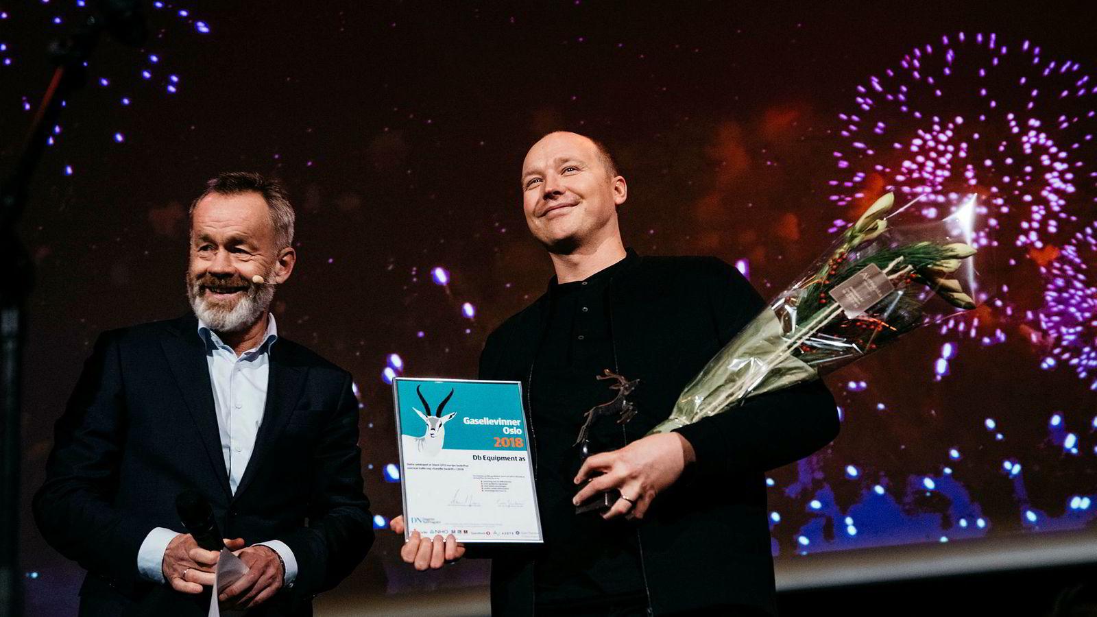 Gründer og daglig leder Truls Kristian Brataas mottar prisen for Oslos gasellevinner fra DNs sjefredaktør Amund Djuve.