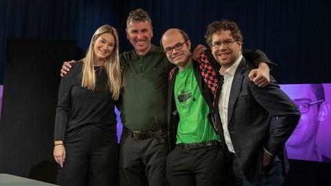 Programleder Regine Leenborg Anthonessen (f.v.) sammen med sjakkekspertene Simen Agdestein, Hans Olav Lahlum og Jon Ludvig Hammer.