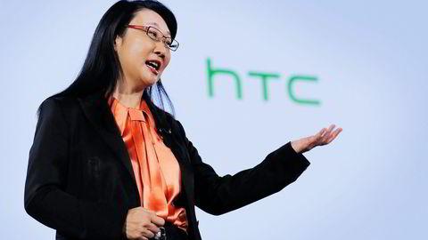 HTCs toppsjef og styreleder Cher Wang må konstatere at aksjekursen har falt nesten 25 prosent på to uker. Foto: Eduardo Munoz, Reuters/NTB Scanpix