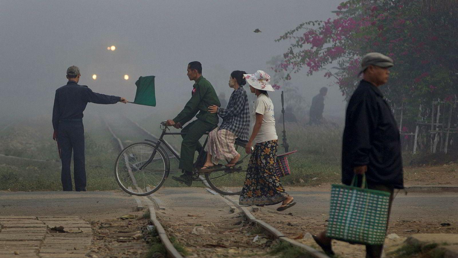 Asiatiske land investerer for lite i ny infrastruktur og det kan ramme den økonomiske veksten, ifølge Den asiatiske utviklingsbanken (ADB). I Myanmar er det enorme behov innenfor energi og samferdsel. Kun en liten andel av innbyggerne har tilgang til rent vann og grunnleggende sanitære forhold.