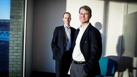 Aksjestrateg Paul Harper (til venstre) i DNB Markets og analysesjef Morten Jensen på DNBs hovedkontor.