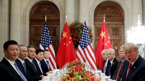 USAs president Donald Trump, utenriksminister Mike Pompeo og sikkerhetsrådgiver John Bolton (til høyre) møtte Kinas president Xi Jinping og fremtredende medlemmer av hans regjering til en arbeidsmiddag etter G20-møtet i Buenos Aires i desember.