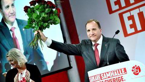 - Vi hadde villet se et bedre resultat. Velgerne har gjort Socialdemokraterna til det største partiet. Det er det klart største partiet, men vi skal også huske at valgresultatet fortsatt er uklart, sa Stefan Löfven da han talte foran valgvaken i Stockholm ved halv ett-tiden i natt.
