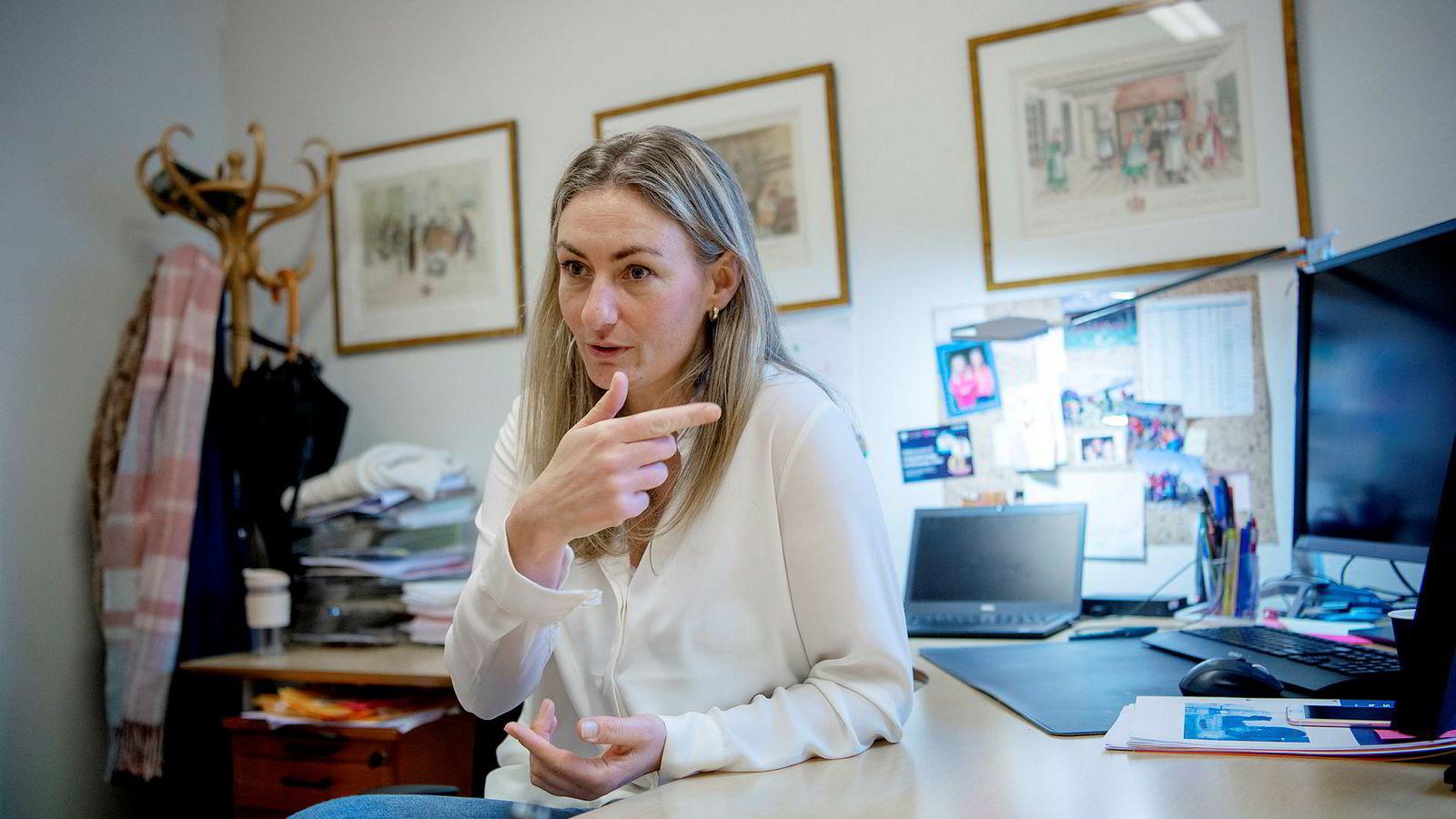 Fagdirektør Camilla Nervik i Datatilsynet forstår at liv og helse kommer foran personvern, når man er tvunget til å velge. Hun ber likevel helsemyndighetene og sykehuslederne ordne opp.