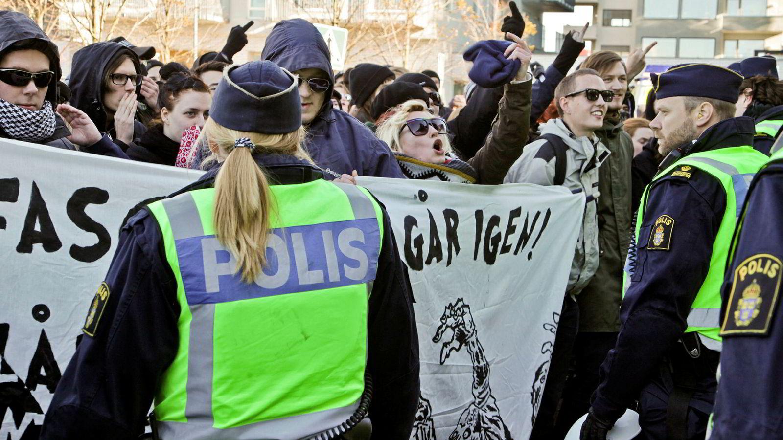 I populistenes fryktpolitikk blir spesielt Sverige med sin tradisjonelt liberal asyl- og innvandringspolitikk fremstilt som en dystopi. Her fra en demonstrasjon i Malmø der den nederlandske partilederen Geert Wilders deltok på et møte i regi av svenske Tryckfrihetsförbundet.
