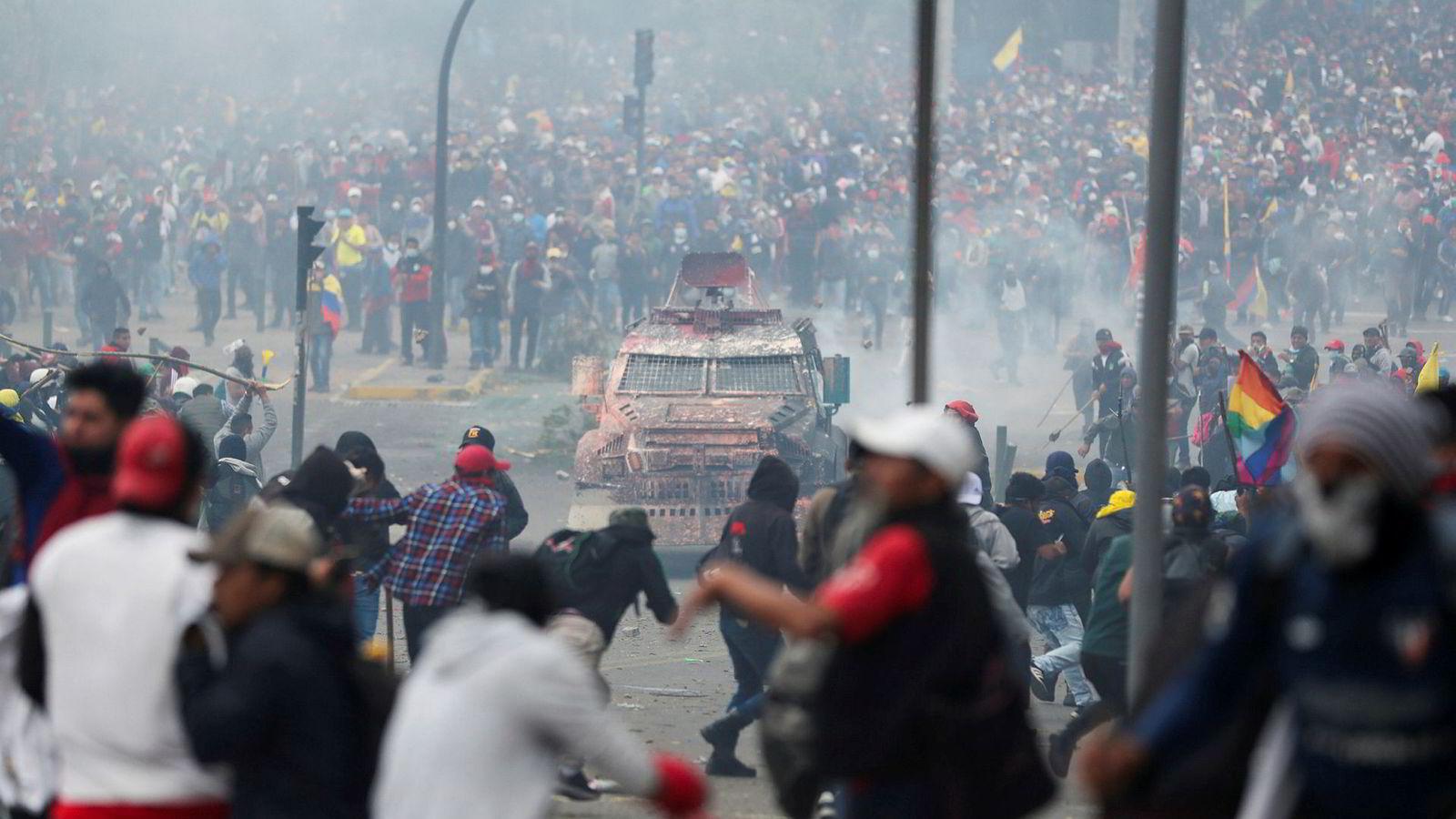 Ecuador innfører portforbud i enkelte områder. Det har de siste dagene vært omfattende protester på grunn av økte drivstoffpriser.