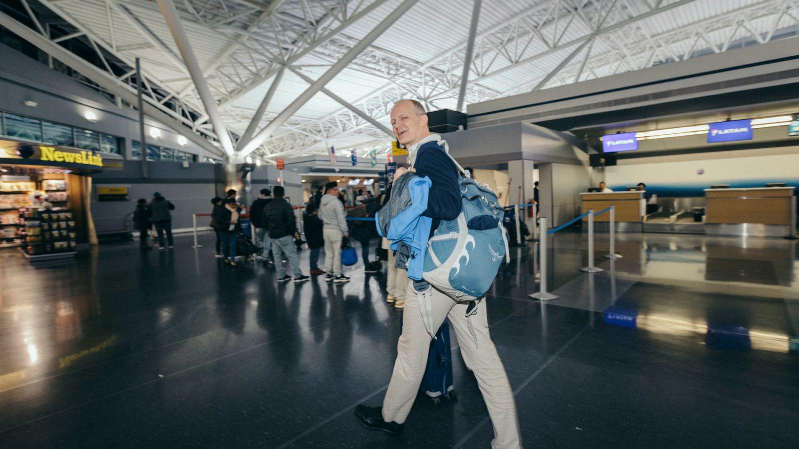 Ketil Solvik-Olsen lander på JFK-flyplassen i New York sent på kvelden rett fra Norge og sover gjerne på en benk i avgangshallen – før flyet videre til Alabama går i femtiden neste morgen. – Klart det var en stor overgang, sier han om livet i USA.
