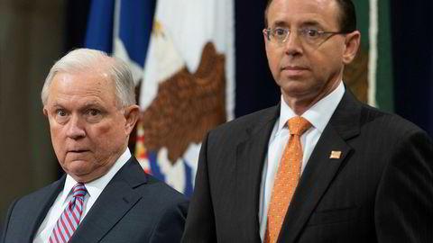 Visejustisminister Rod Rosenstein (til høyre) og justisminister Jeff Sessions har måttet tåle massiv og vedvarende kritikk fra president Donald Trump.